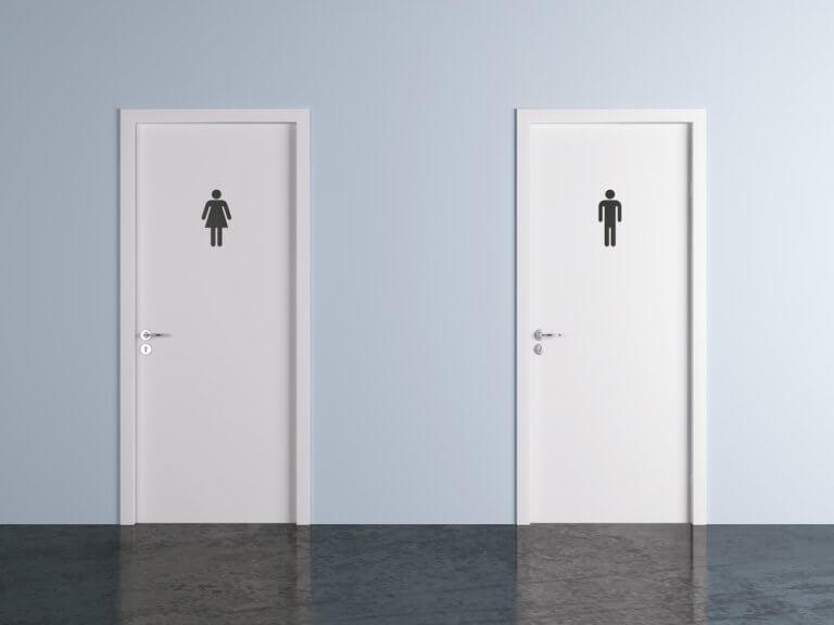 פחד להתפנות בשירותים ציבוריים