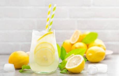 לימון מוסיף המון ? האם כדאי לשתות כל יום כוס מיץ לימון