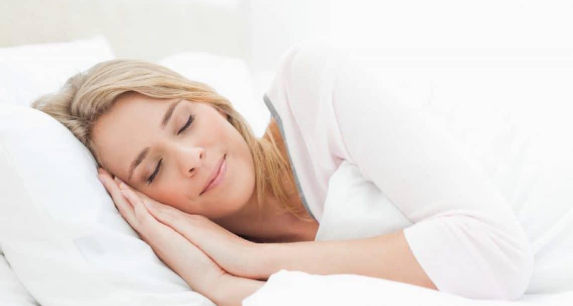 """איך לישון נכון ולהירדם מהר -טיפים מהרמב""""ם והמדע"""
