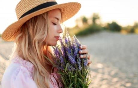 מה הריח הזה יכול לעשות לנו – על ריח, בזבוזים וחלומות מתוקים
